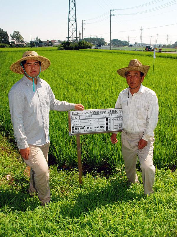 米づくりに力を注ぐ久男さん(右)と修一さん