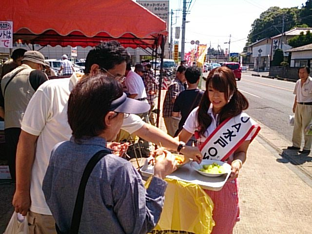 メロンの試食(つちっこ河和田)