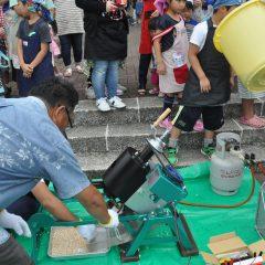 青年部によるポン菓子作り