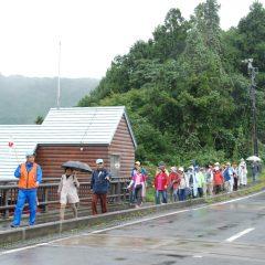 藤井川ダムの上を通過